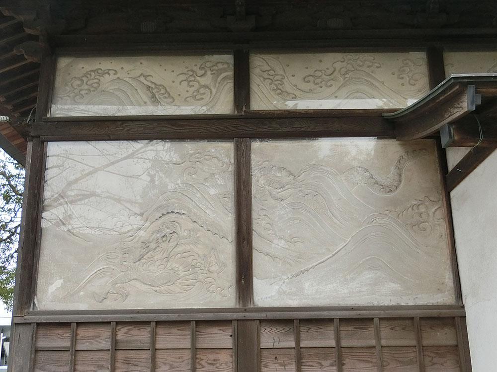 登戸稲荷神社の漆喰絵