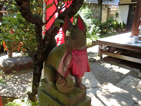於岩稲荷田宮神社の狐