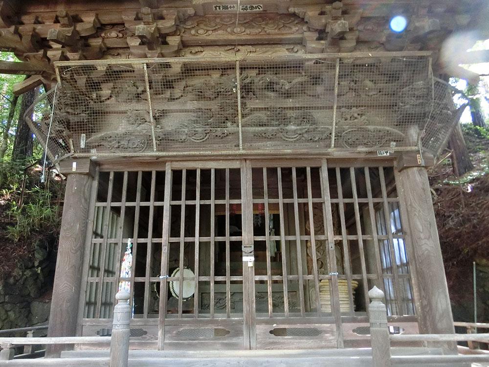 足長神社の拝殿