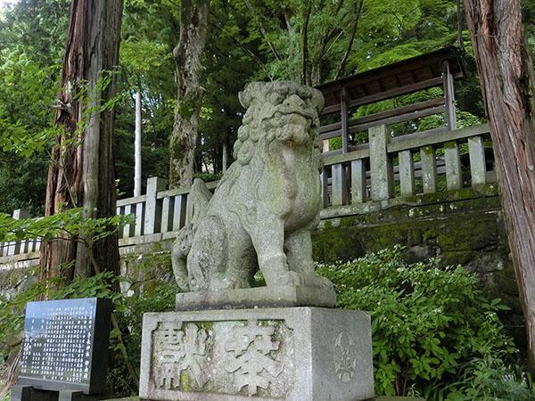 手長神社の狛犬