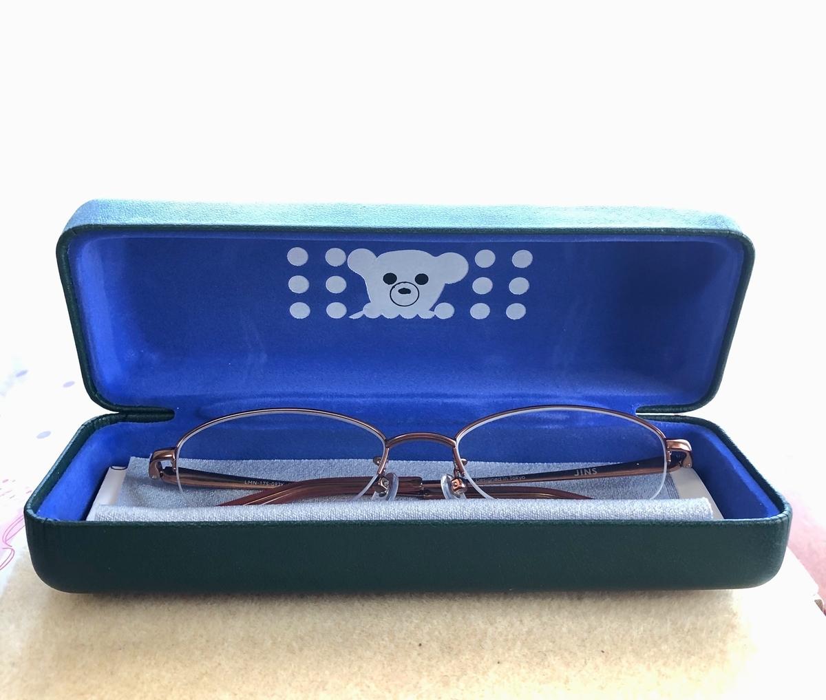 ジンズ 老眼鏡とケース