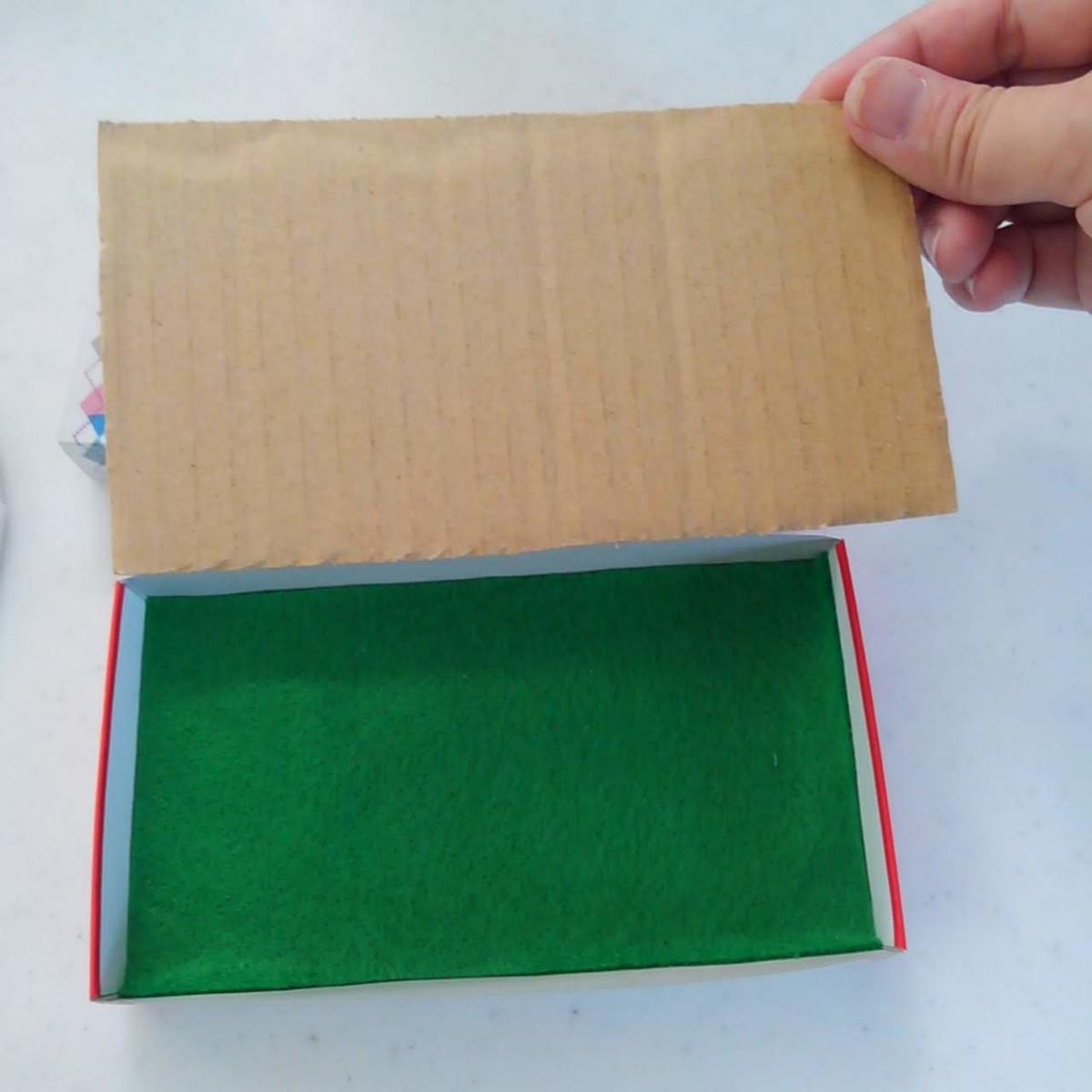 0円工作 ジグソーパズル チョコレートの空き箱工作 アンパンマンおもちゃ