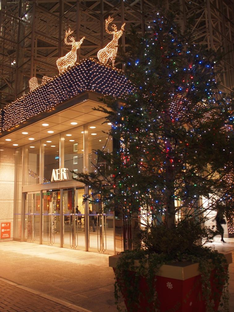 AERのクリスマス飾りに灯がはいった