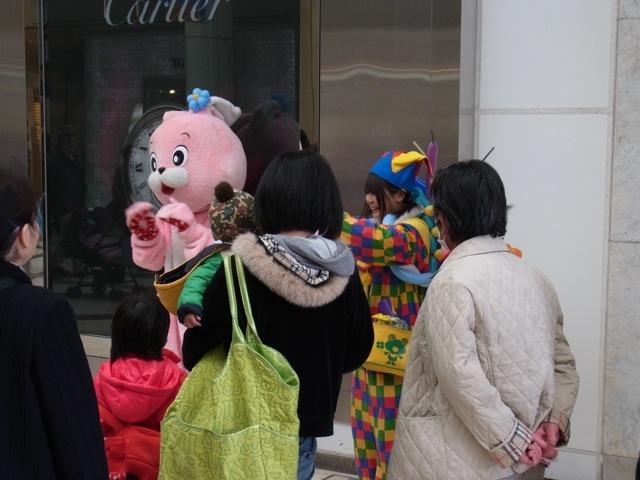 藤崎前で風船アート