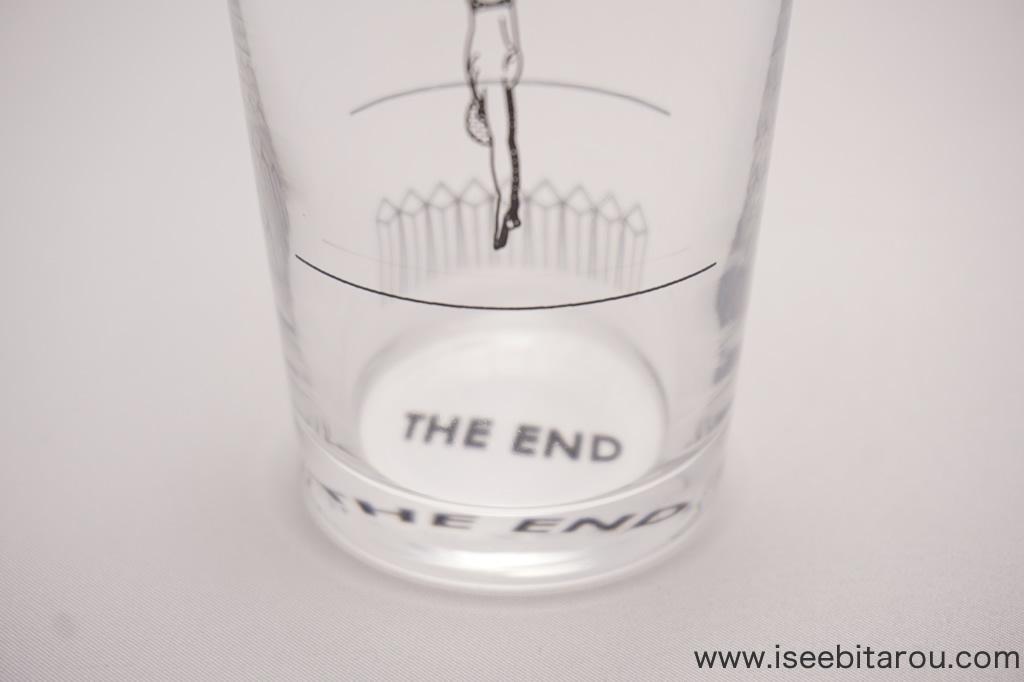 仕掛けがあるグラス「THE END」