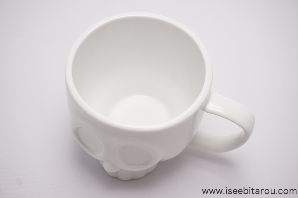フタが付いたドクロマグカップ