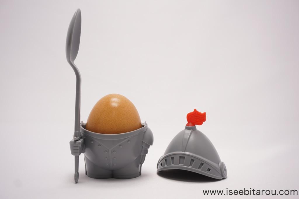 ゆで卵が騎士になるエッグカップ