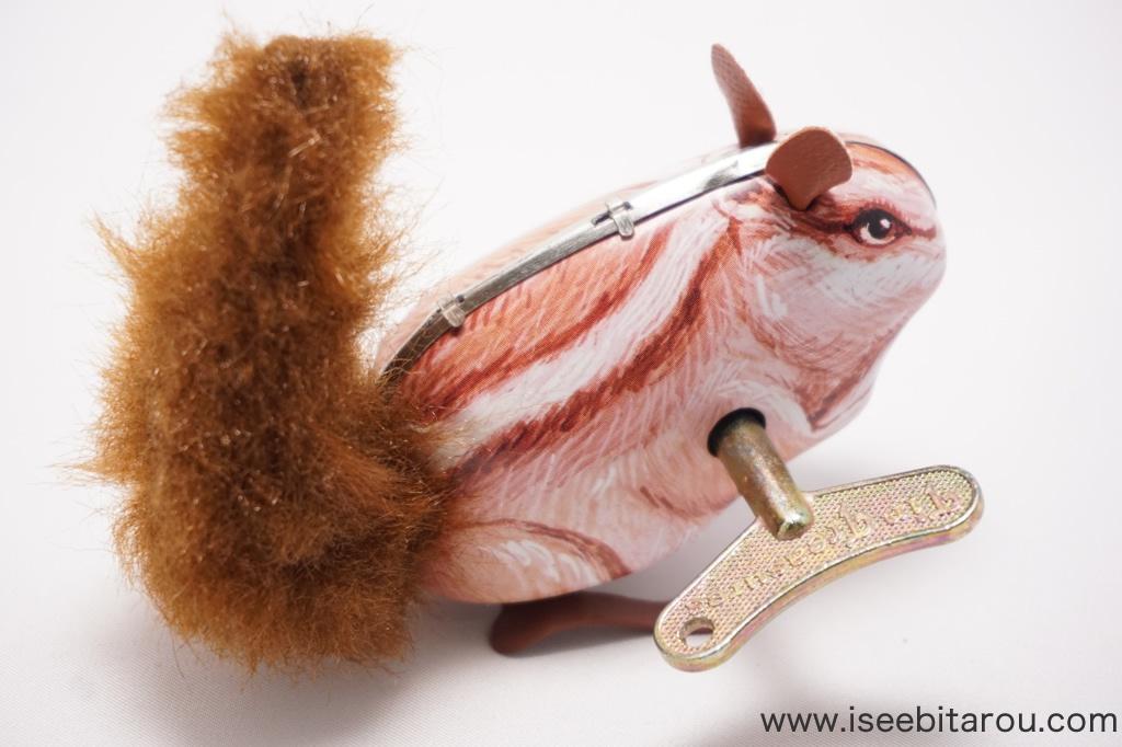 ゼンマイ式ブリキのおもちゃ