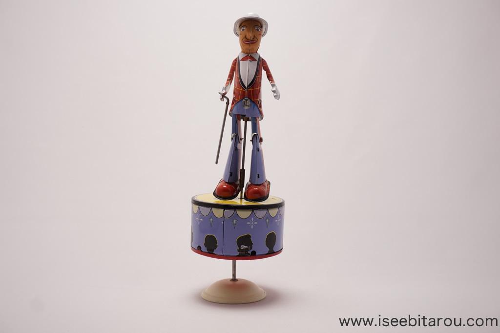 タップダンスをする人形