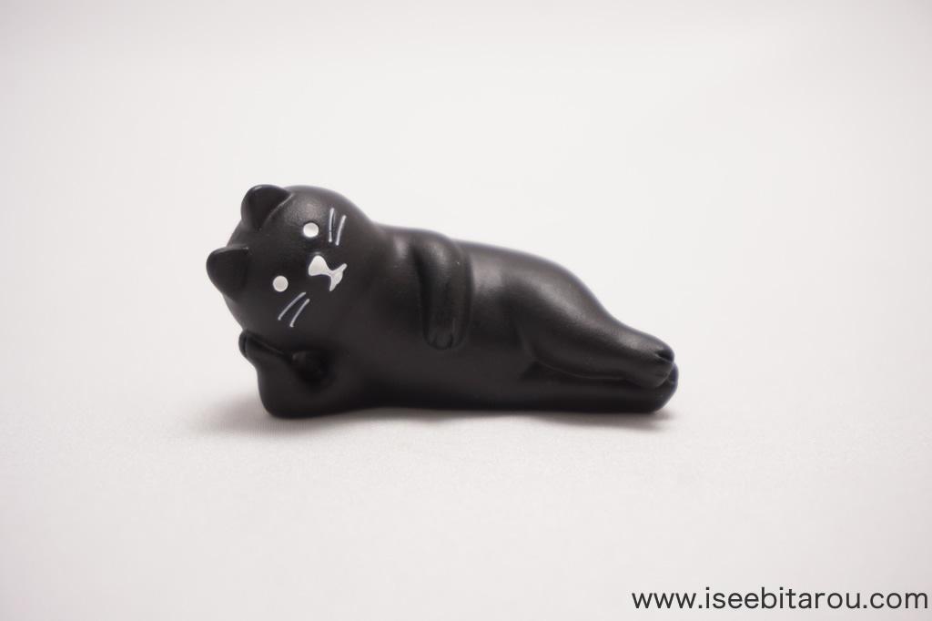 かわいい黒猫の置物