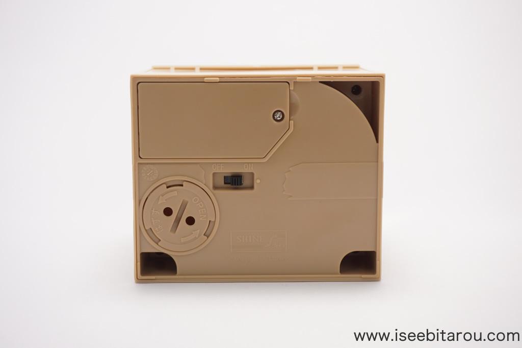 かわいい猫の貯金箱