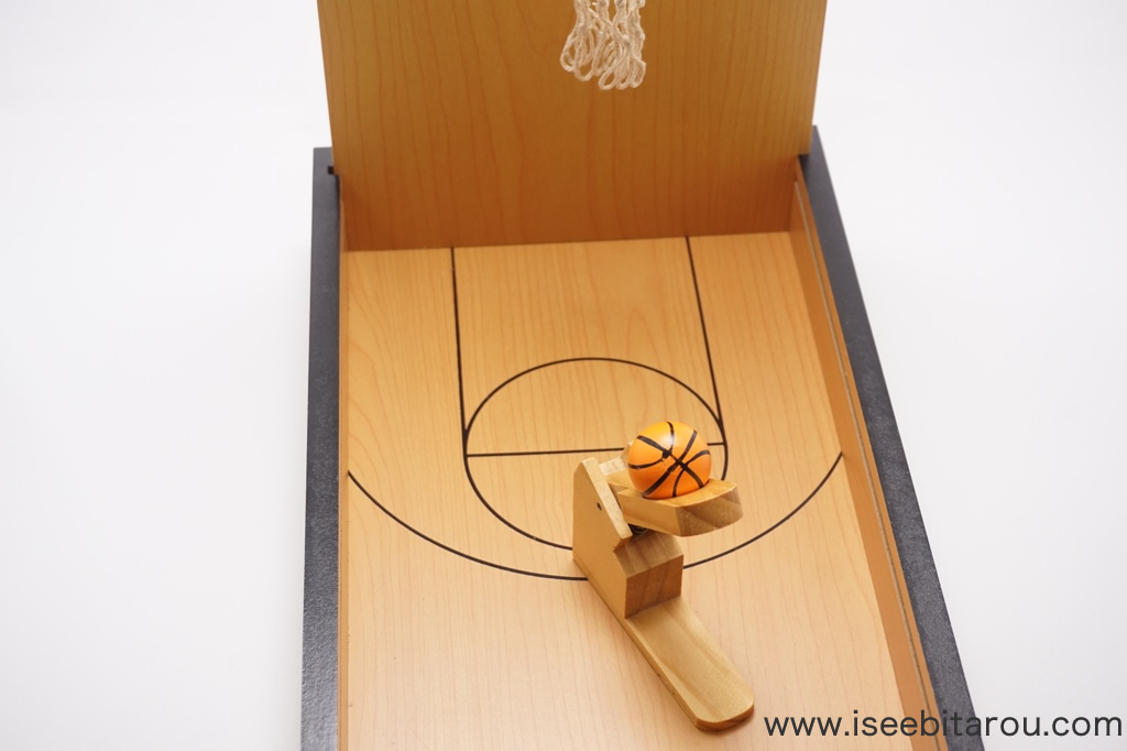 バスケットボールの木製テーブルゲーム