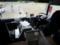 支援車の運転席