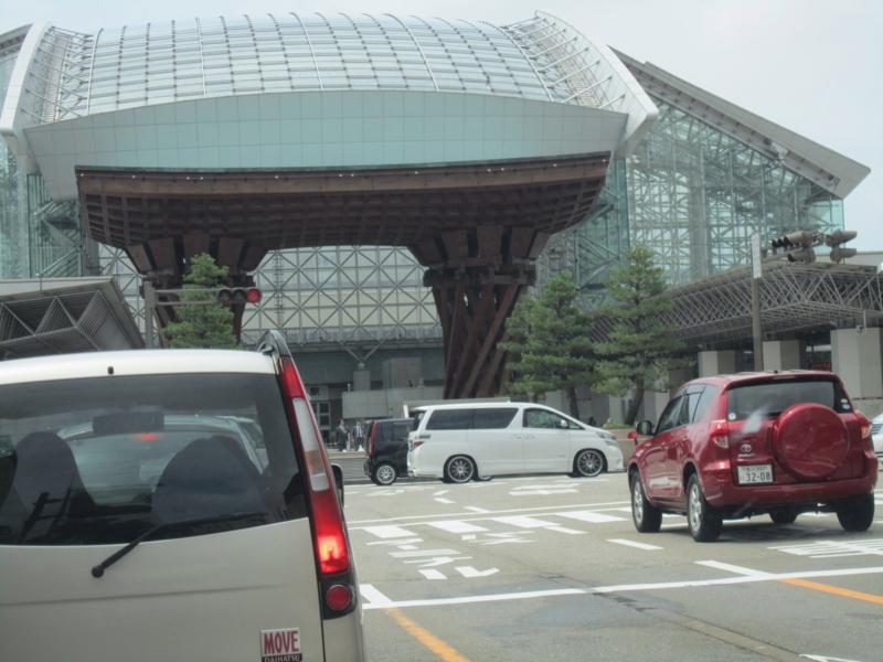 つづみ門(駅の入口)