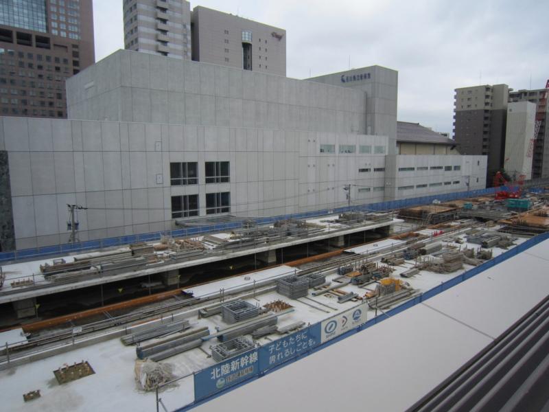 金沢駅在来線と併設