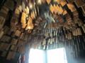 議場の天井(1階にあり外から見える・花火をイメージ)