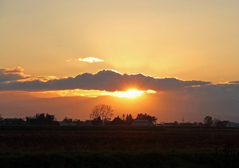 夕立後の夕陽