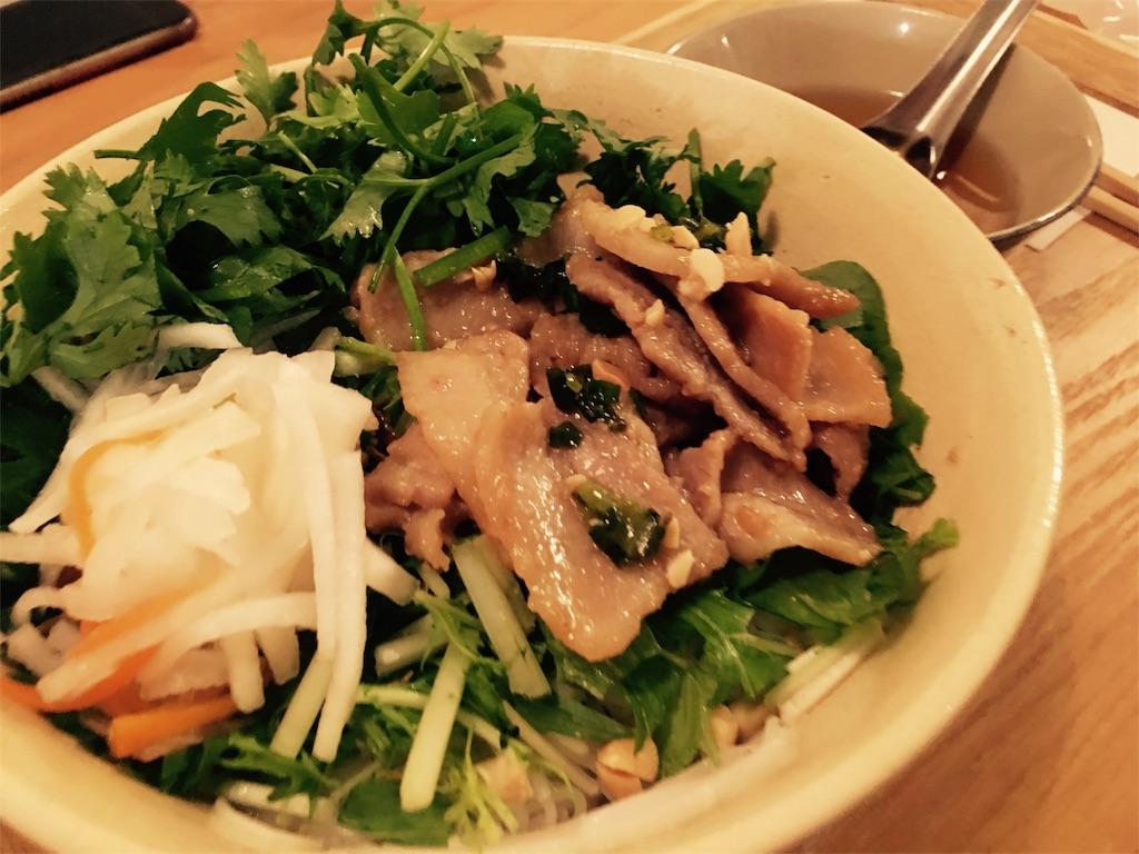 西荻窪ノムカフェの肉入り混ぜ麺