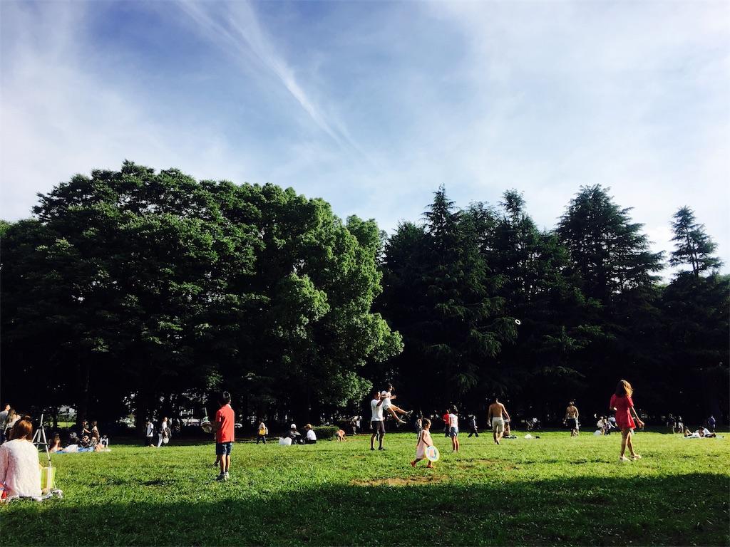 休日代々木公園でピクニック