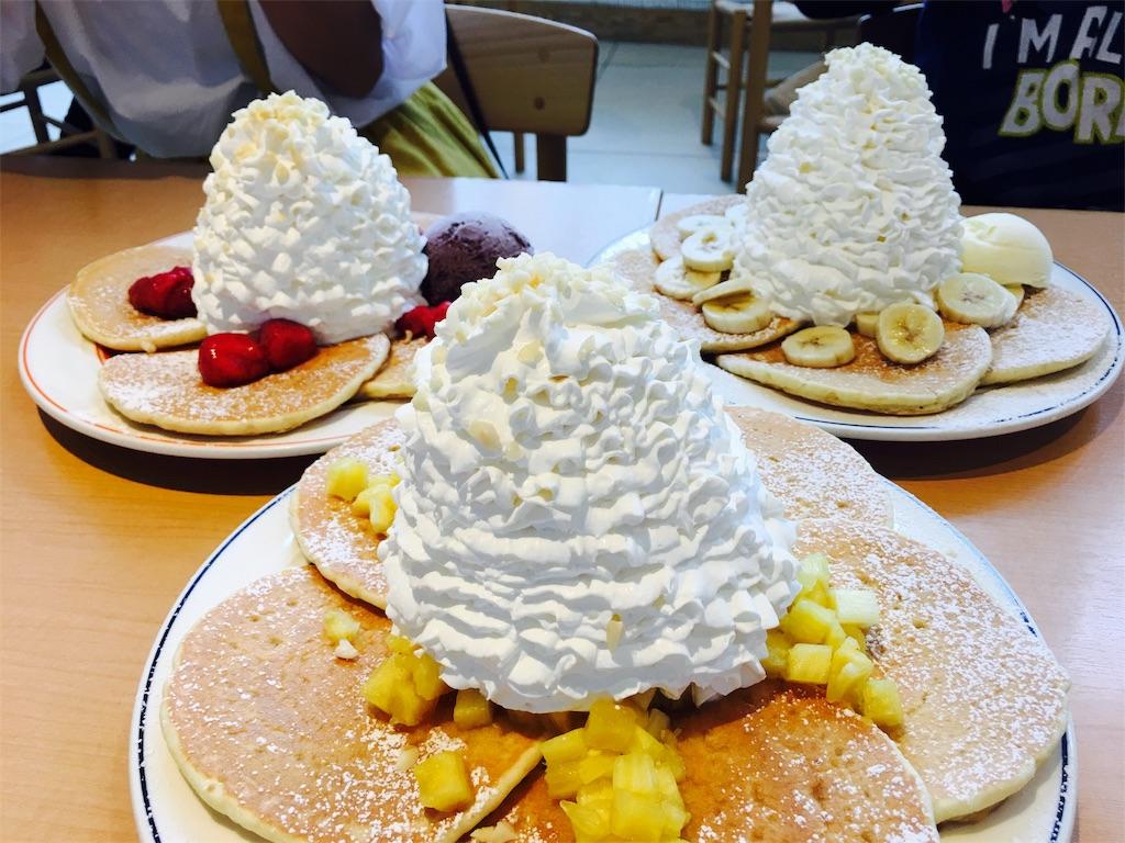 エッグスンシングスのクリームたっぷりのパンケーキ