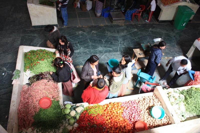 """ブータンの首都ティンプーにある""""サンデーマーケット"""""""