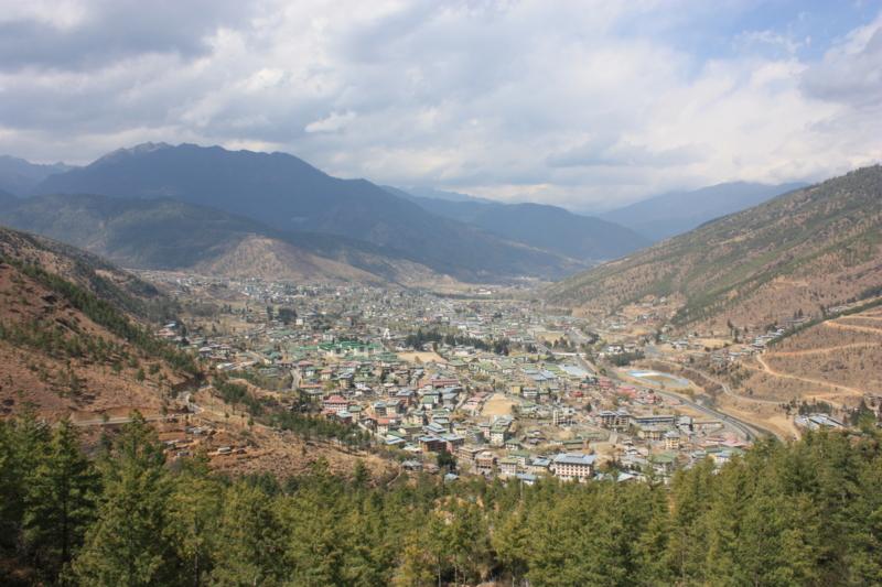 """ブータンの首都ティンプー。急速に""""都市化""""が進んでいる"""