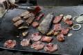 肉に囲まれたホッケ