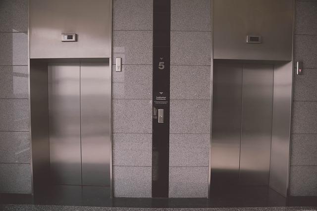 一軒家にエレベータを後付けすると、どれくらいかかるのか