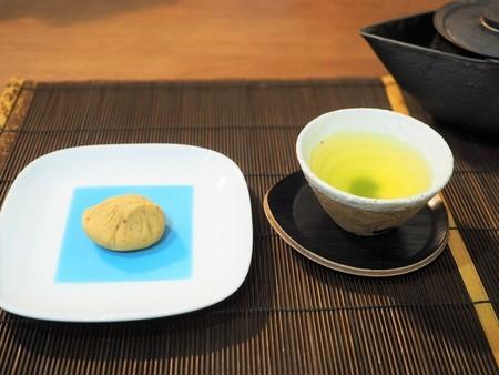 川上屋の栗きんとんと、深蒸し緑茶