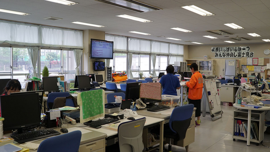 富士見台小学校の職員室の取り組み
