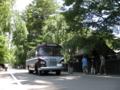 武家屋敷とキャブオーバーバス