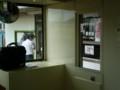 [天竜浜名湖鉄道][鉄道]新所原駅 車両から 改札と 弁当販売所を みる