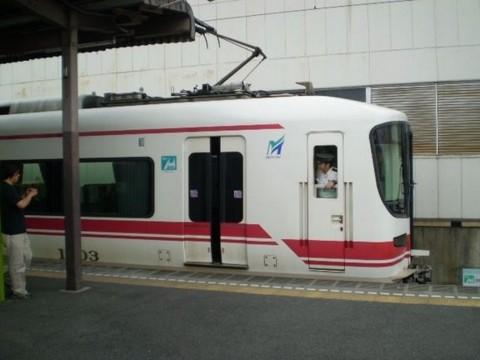 まあじき 西尾駅を 出発する 1600系