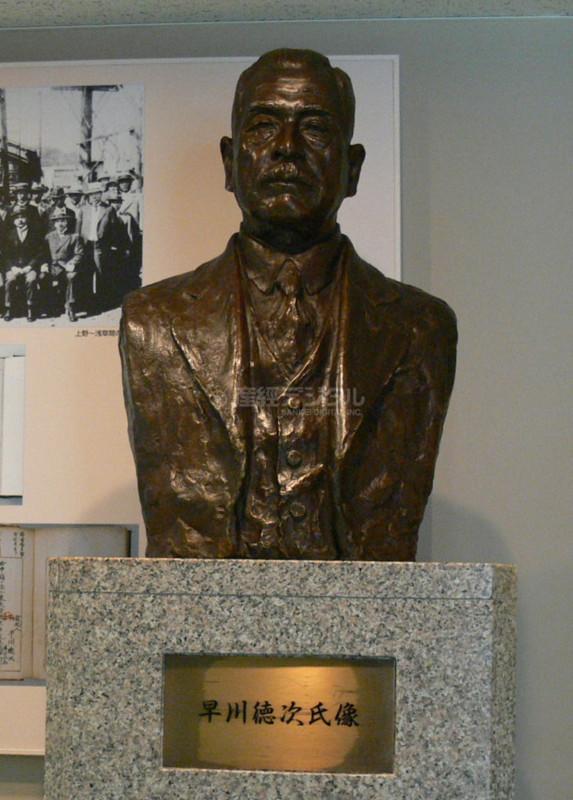 30 「地下鉄の父」と呼ばれる早川徳次の胸像
