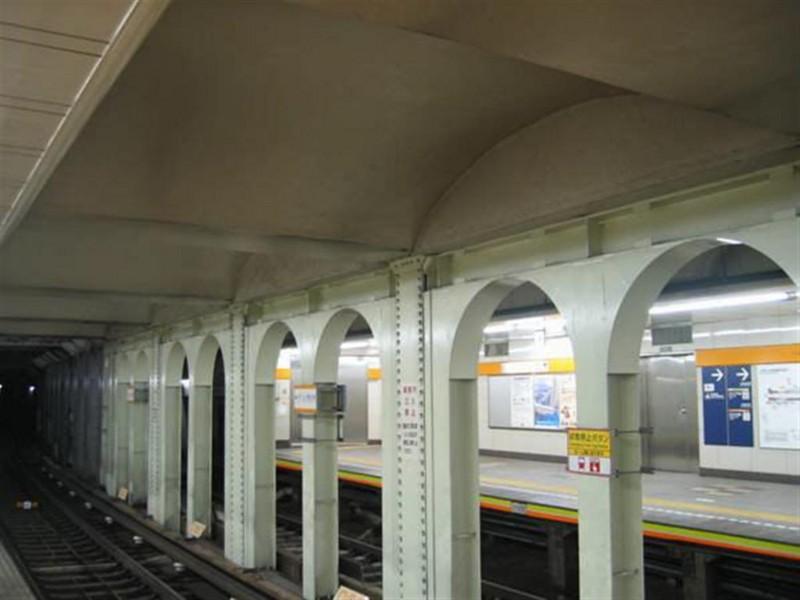 21 銀座線の上野広小路駅にあるアーチ形状の天井(東京メトロ提供)