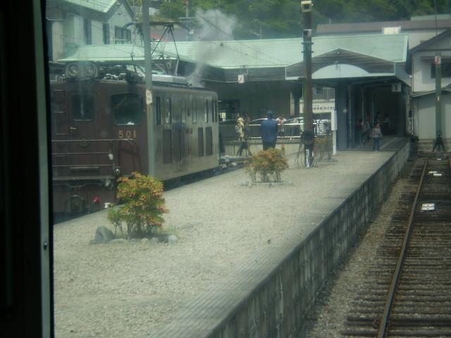 P5040123|もと近鉄特急は 千頭駅 1番ホームに 到着