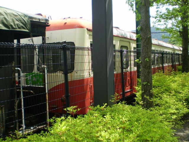 P5040136 千頭駅構内 にしの はし 出自不明の 電車