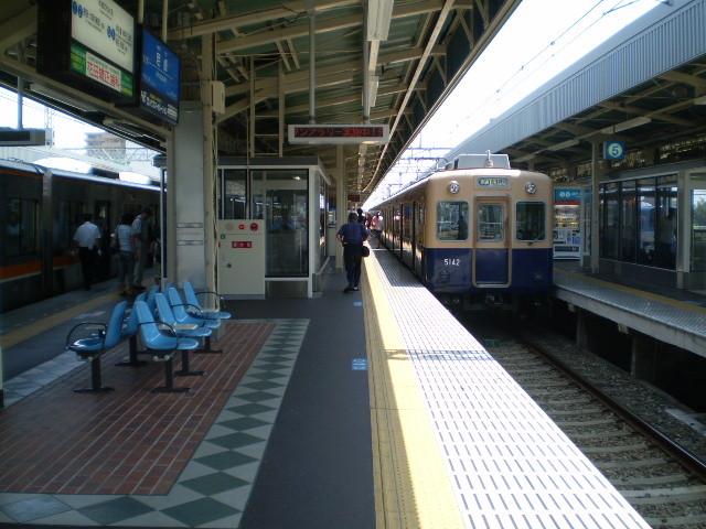 090818-75|阪神 尼崎駅|のって きた 電車 ←|→ ふつう 電車