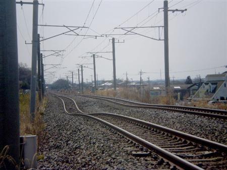 110312 牛久市の 常磐線 (さんけい)