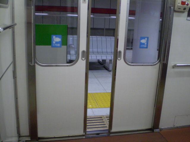 110507-11 名古屋地下鉄 桜通線 鳴子北駅の ホーム ドア
