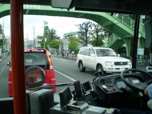110623 46-16 前方 けしき (歩道橋を くぐる)