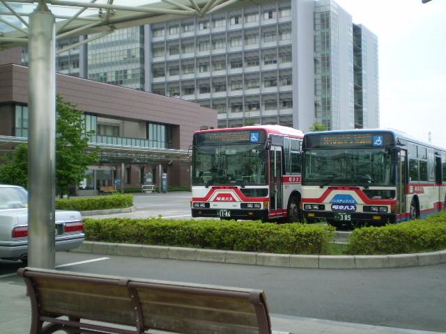 110623 46-31 岐阜大学病院に 待機中の バス