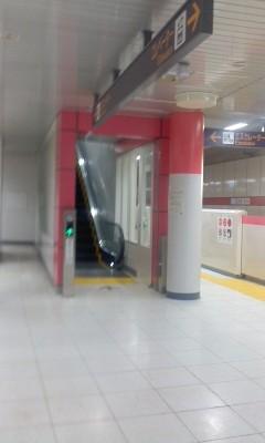 110710 14:11 徳重駅の エスカレーター