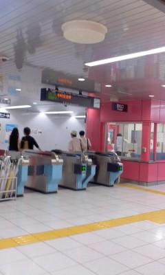 110710 14:13 徳重駅の 改札