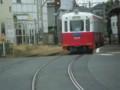 110820 85 13:26 綾ノ町で しろあか 電車と すれちがい