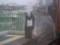 110820 86 13:28 大和川で てを ふる カオナシさん
