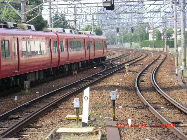 110828 39 14:40 神宮前を でて いく あがり 電車