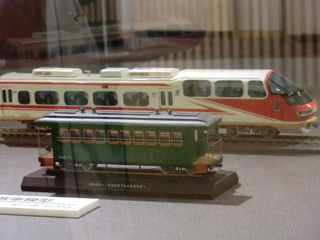 28-111030 軽便 鉄道 西尾鉄道の 客車と パノラマスーパーの モデル