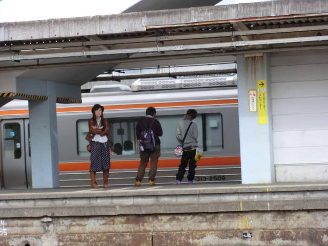 111105 10:02 富士 東海道線 ホーム