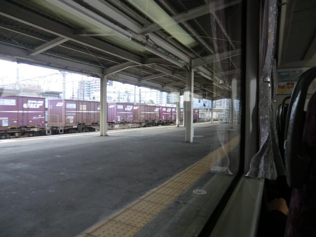 111105 10:19 373系の まどから みる 貨物 列車